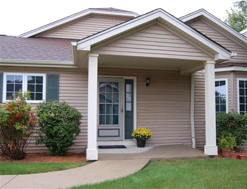 Photo of 5152 S Hidden Dr, Greenfield, WI 53221 (MLS # 1709516)