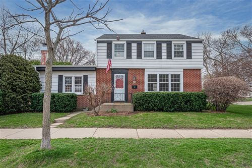 Photo of 701 E Chateau Pl, Whitefish Bay, WI 53217 (MLS # 1734517)