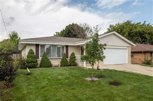 Photo of 712 Lakeview Ave, South Milwaukee, WI 53172 (MLS # 1658527)
