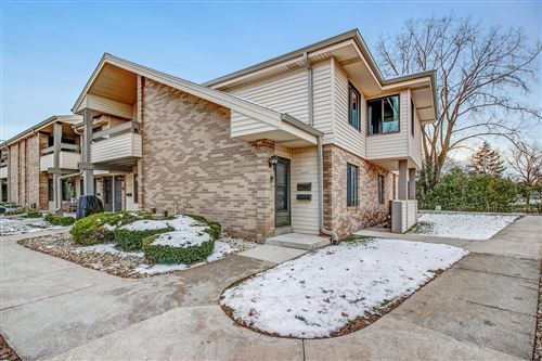 Photo of 1681 S Carriage Ln, New Berlin, WI 53151 (MLS # 1667530)