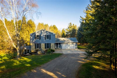 Photo of 5906 Shannon Rd, Hartford, WI 53027 (MLS # 1725531)