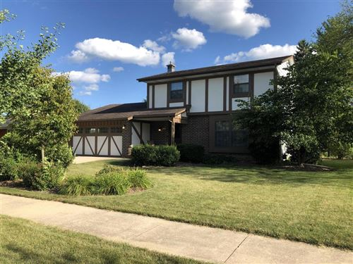Photo of 1607 Valley Dr, Grafton, WI 53024 (MLS # 1656532)