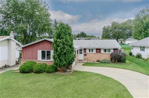 Photo of 608 Willow Ln, South Milwaukee, WI 53172 (MLS # 1657535)