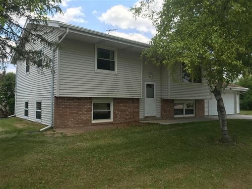 Photo of 2018 Robin St, West Bend, WI 53090 (MLS # 1694535)