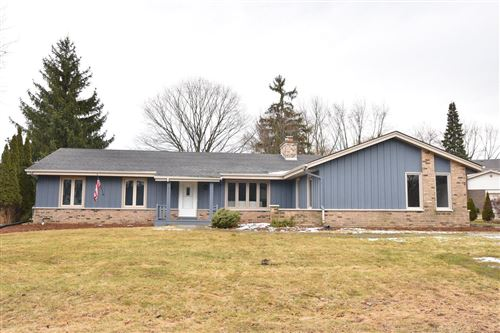 Photo of 2933 W Woodland ct, Mequon, WI 53092 (MLS # 1672538)