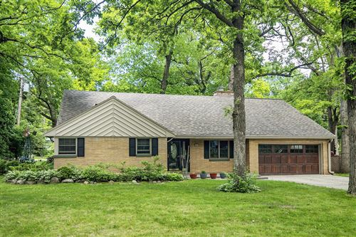 Photo of 880 Brinsmere Dr, Elm Grove, WI 53122 (MLS # 1744541)