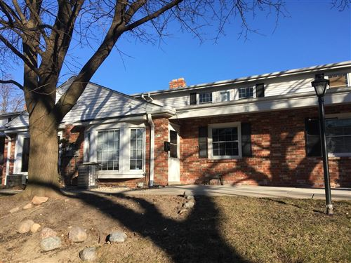 Photo of 4918 W Colonial Ct, Greenfield, WI 53220 (MLS # 1672546)