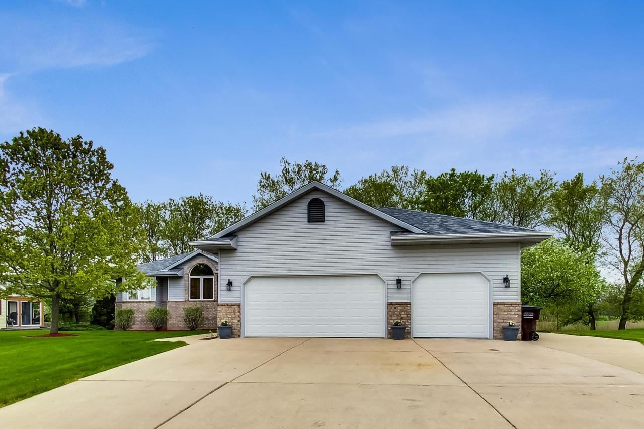 179 11th Ave, Union Grove, WI 53182 - MLS#: 1690548