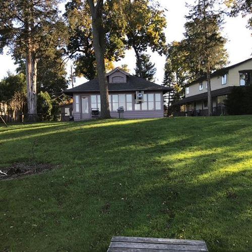 Photo of 37444 N Indian Mound Rd, Oconomowoc, WI 53066 (MLS # 1734557)