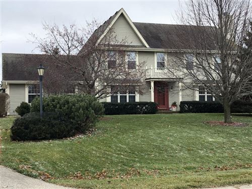 Photo of 320 Copperfield Dr, Delafield, WI 53018 (MLS # 1669579)