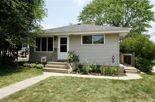 Photo of 4678 S 48th St, Greenfield, WI 53220 (MLS # 1753584)