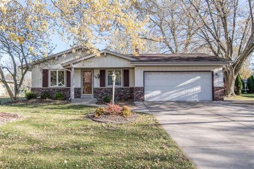 Photo of 779 E Imperial Dr, Hartland, WI 53029 (MLS # 1717588)
