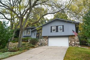 Photo of 732 Coventry Ln, Hartland, WI 53029 (MLS # 1664589)