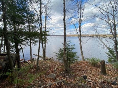 Photo of 953 N GOLDEN LAKE RD, SUMMIT, WI 53066 (MLS # 1557590)