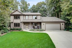 Photo of 3999 S Woodhill LN, New Berlin, WI 53151 (MLS # 1658591)