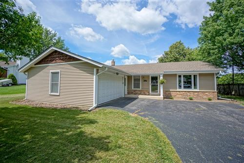 Photo of 907 Manchester Ct, Hartland, WI 53029 (MLS # 1751591)