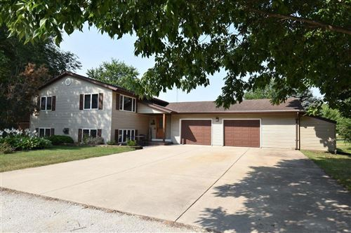 Photo of N8321 Parkview Dr, Ixonia, WI 53036 (MLS # 1706592)