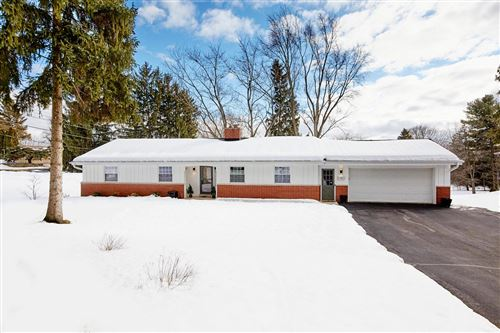Photo of 15905 Sky Cliff Dr, Brookfield, WI 53005 (MLS # 1728596)