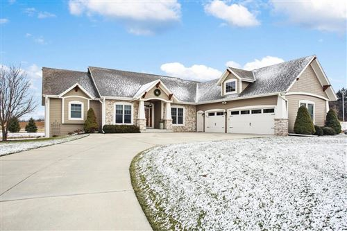 Photo of 824 Dropseed Ct, Grafton, WI 53024 (MLS # 1669618)