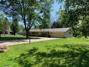 Photo of 2507 W Chestnut Rd, Mequon, WI 53092 (MLS # 1652622)