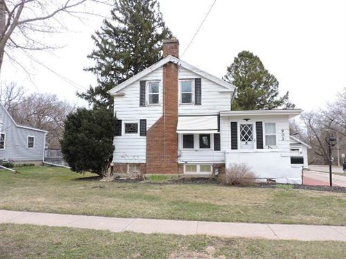 Photo of 902 N Main St, Fort Atkinson, WI 53538 (MLS # 1731624)