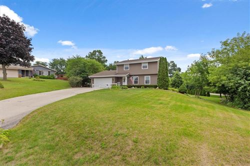 Photo of 428 Clover Ct, Eagle, WI 53119 (MLS # 1751624)