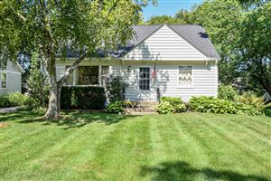 Photo of 5627 N River Forest Dr, Glendale, WI 53209 (MLS # 1654625)