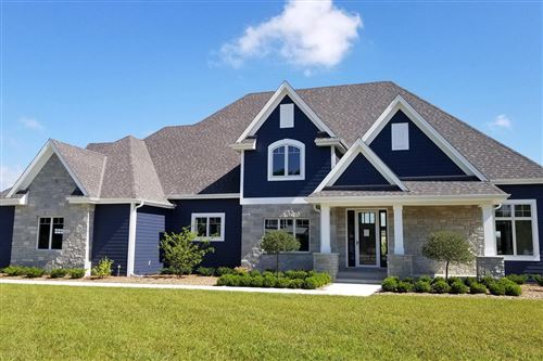 Photo of 259 Four Winds Ct, Hartland, WI 53029 (MLS # 1696627)