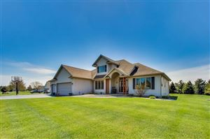 Photo of W5571 Double Dr, Walworth, WI 53184 (MLS # 1637628)