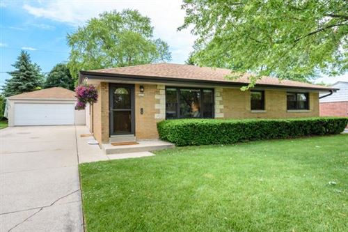 Photo of 4421 S 62nd St, Greenfield, WI 53220 (MLS # 1696628)