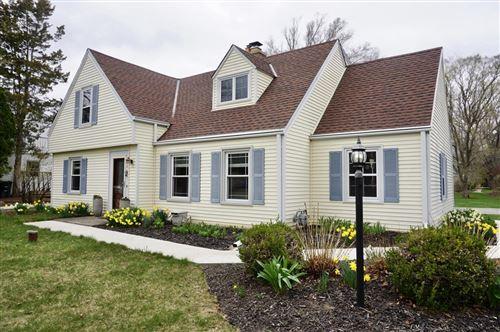 Photo of 410 W Manor Cir, Bayside, WI 53217 (MLS # 1735640)