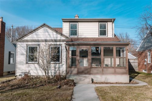 Photo of 124 E Henry Clay St, Whitefish Bay, WI 53217 (MLS # 1672648)