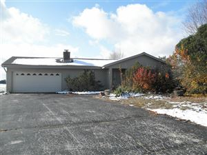 Photo of 605 Spinning Wheel Ct, Eagle, WI 53119 (MLS # 1666651)