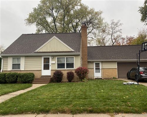 Photo of 616 Peters Dr, Waukesha, WI 53188 (MLS # 1719660)