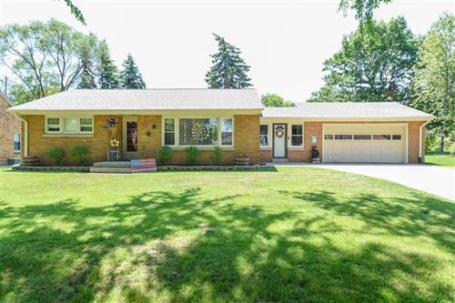 Photo of 4429 W Norwich Ave, Greenfield, WI 53220 (MLS # 1694675)