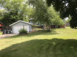 Photo of 663 Oxford Dr, Hartland, WI 53029 (MLS # 1655680)