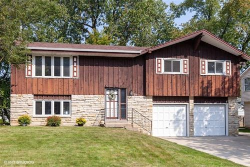 Photo of 304 Lakeview Rd, South Milwaukee, WI 53172 (MLS # 1711682)