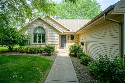 Photo of 714 River Meadow Dr, Hartland, WI 53029 (MLS # 1750682)