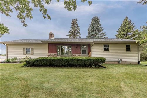 Photo of W330N9035 West Shore Dr, Hartland, WI 53029 (MLS # 1709686)