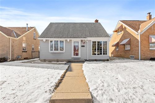 Photo of 3217 W Lakefield Dr, Milwaukee, WI 53215 (MLS # 1673687)