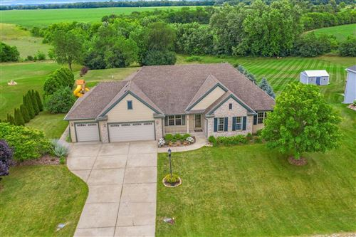 Photo of 812 Andover Dr, Eagle, WI 53119 (MLS # 1753687)