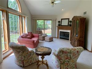 Photo of 633 Lake Bluff Rd, Thiensville, WI 53092 (MLS # 1649698)