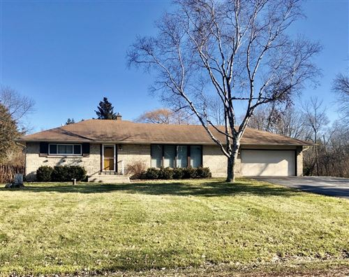 Photo of 10216 N Greenview Dr, Mequon, WI 53092 (MLS # 1672698)