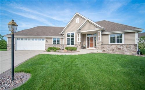 Photo of 5452 W Highlands Ct, Franklin, WI 53132 (MLS # 1696702)