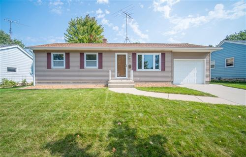 Photo of 733 Riverview Dr, West Bend, WI 53095 (MLS # 1711719)