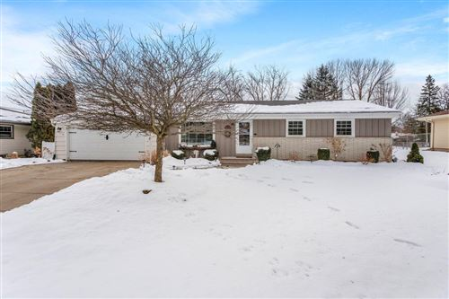 Photo of N62W23773 Hickory Dr, Sussex, WI 53089 (MLS # 1724721)