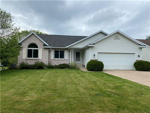 Photo of 3810 N SOUTHWOOD DR, SUMMIT, WI 53066 (MLS # 1553723)