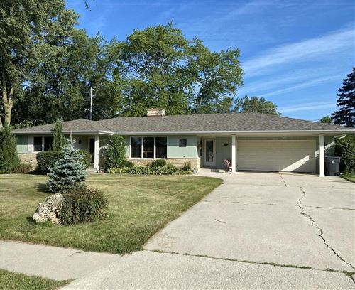 Photo of 206 Regal Dr, Fredonia, WI 53021 (MLS # 1704753)