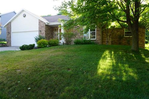 Photo of 214 Deer Ridge Dr, West Bend, WI 53095 (MLS # 1666764)