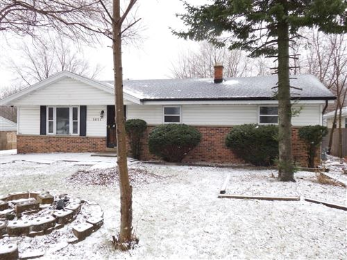 Photo of 5651 S 43rd St, Greenfield, WI 53220 (MLS # 1672768)